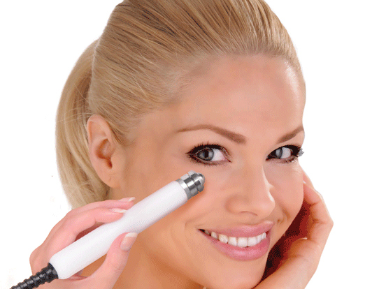 Lady having CACI Eye Lift